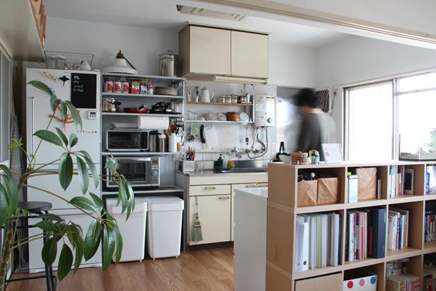 ... キッチン。リビングとの境界に